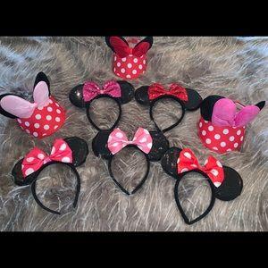 GIRLS DISNEY ASSESORIES VISORS AND EARS!
